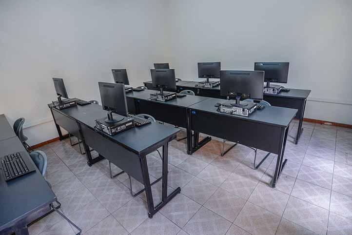 La Rectora recorrió las aulas e instalaciones