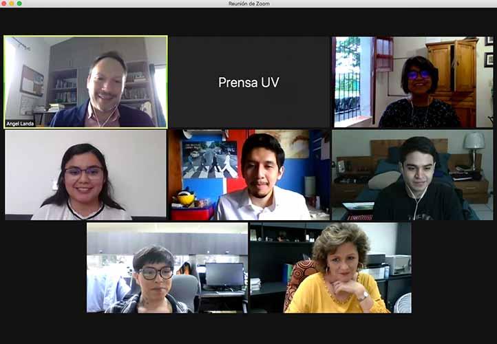 El docente Ángel Landa, Josselyn Que y los estudiantes que tomaron el taller virtual