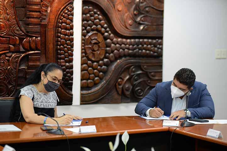 El convenio fue firmado por Sara Ladrón de Guevara y Zenyazen Escobar
