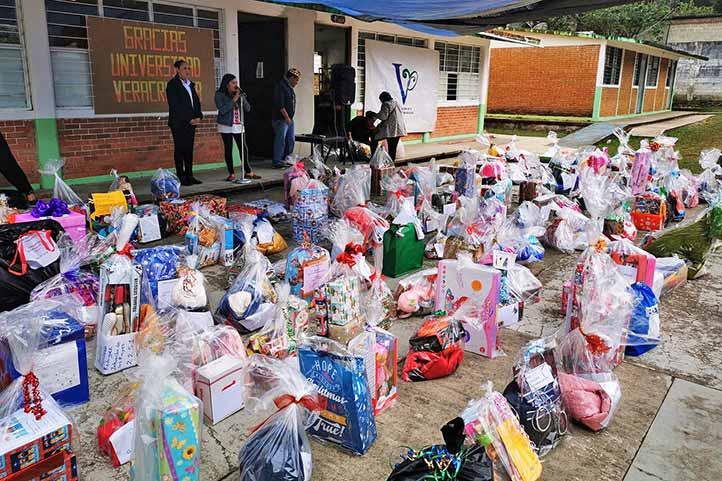 """Las campañas """"Apadrina una carta"""" y """"Dona un juguete"""" han beneficiado a población infantil de comunidades vulnerables"""