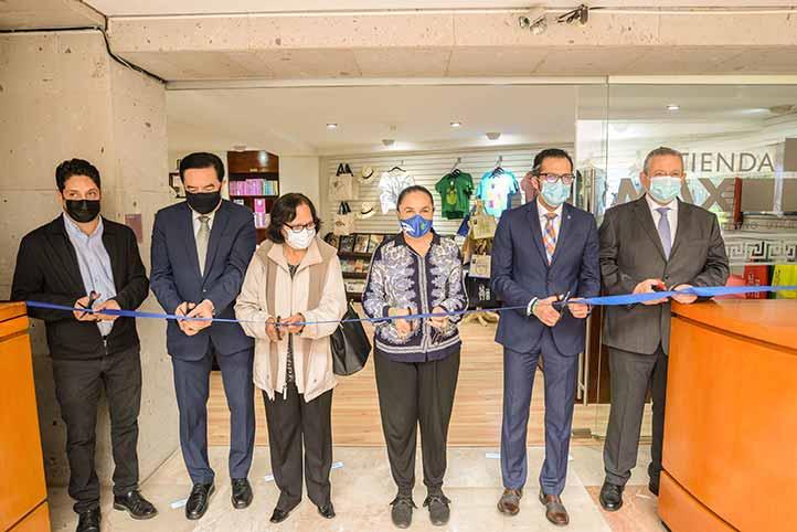 Autoridades universitarias encabezadas por la Rectora, también inauguraron la tienda del MAX