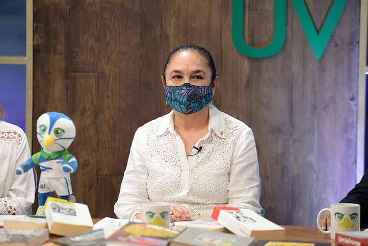 La rectora Sara Ladrón de Guevara dio la bienvenida de manera virtual a los estudiantes de nuevo ingreso