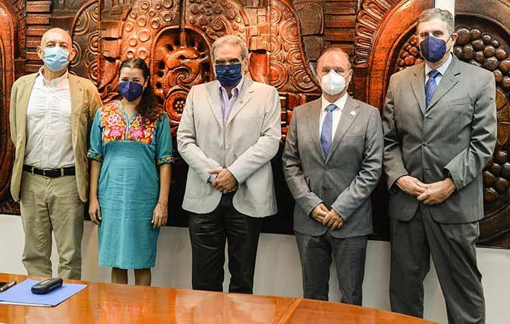 Los nuevos funcionarios se comprometieron a trabajar para seguir fortaleciendo a la UV