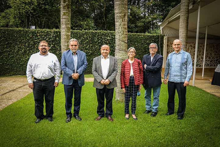 Martín Aguilar Sánchez, Carlos Macías Richard y Saúl Horacio Moreno Andrade en su primer intercambio de agendas académicas
