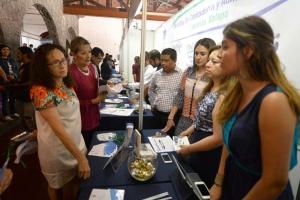Leticia Rodríguez Audirac recorrió la Expo Posgrado 2015