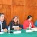 Antonio Falcón en la mesa de expositores