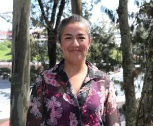 """Araceli Aguilar Meléndez es académica de carrera titular """"C""""; tiene Doctorado en Biología de Plantas por la Universidad de California, Riverside; Licenciatura en Biología por la Universidad Veracruzana. Entre sus líneas de investigación están ecosistemas y diversidad, y manejo de los recursos bioculturales del trópico."""