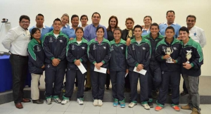 Estudiantes que participaron en la Universidada con autoridades