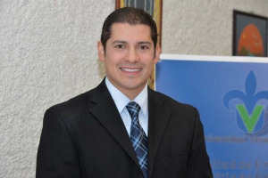 Carlos Flores coordina la maestría
