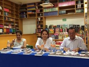Eliza Mireya Vázquez con el Vicerrector