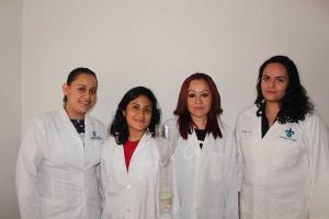 Las universitarias con la asesora Rosalba Argumedo Delira