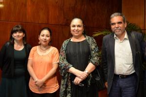 La Rectora con Leticia Mora, Jaqueline Jongitud y Martín Aguilar