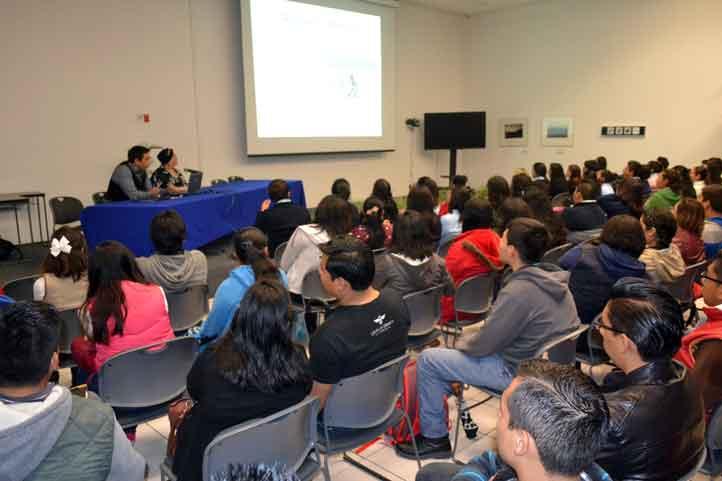 Integrantes de diversas facultades presenciaron la charla