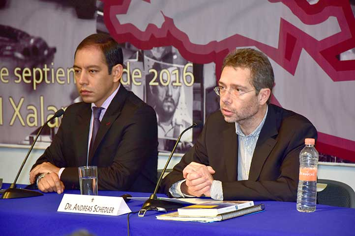 Erntesto Treviño, del IIH-S, y Andreas Schedler, del CIDE