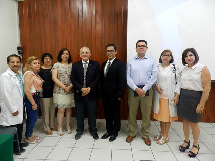 Alfonso Alexander Aguilera, de Bioanálisis, con autoridades regionales