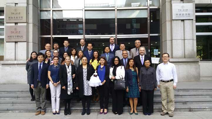 Sara Ladrón de Guevara con los participantes del IX Curso Cultura y Negocios en China