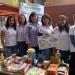 Mercedes Martínez Minaya con alumnas de Ingeniería en Alimentos