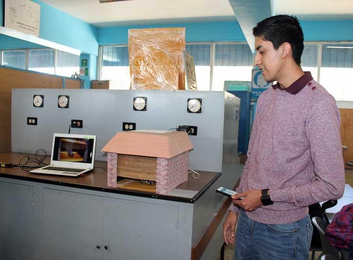 Octavio Barreda explicó el funcionamiento del garaje con mando a distancia