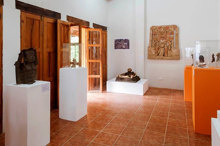 Exhibición de reproducciones de las piezas del museo