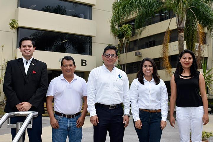 El equipo con su asesor, José Vicente Díaz Martínez