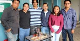 Creadores de brazo robótico controlado por Bluetooth