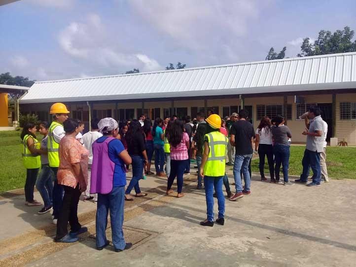 En la UVI-Las Selvas se desalojó a 85 universitarios