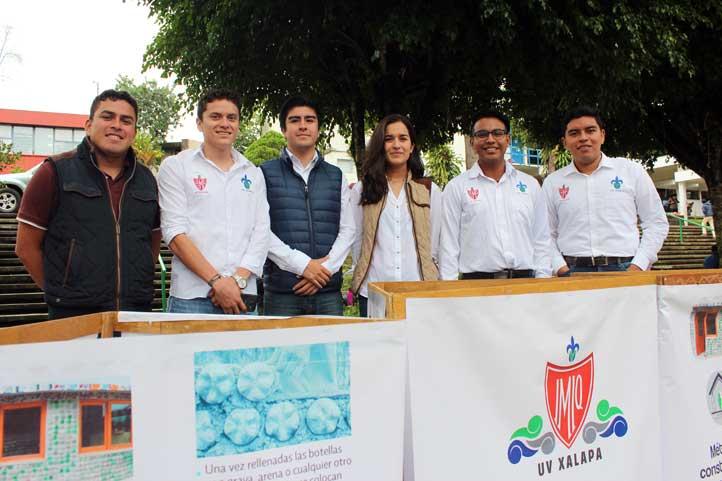 Alumnos de Ingeniería Química integrantes de la SEIMIQ