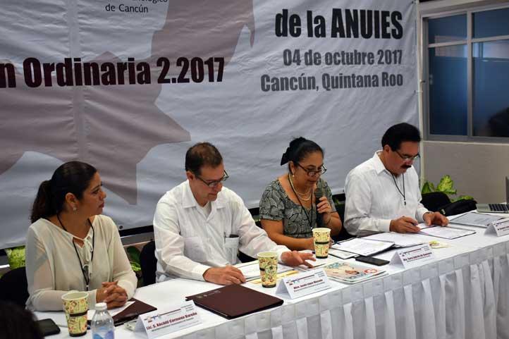 Sara Ladrón de Guevara encabezó la sesión del Consejo Regional, en Cancún