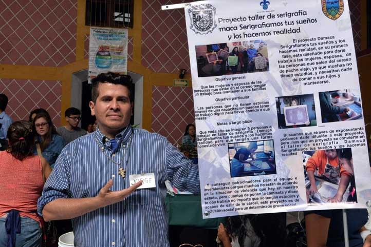 """Jorge Martínez Guzmán, del taller de serigrafía """"Damaca"""""""