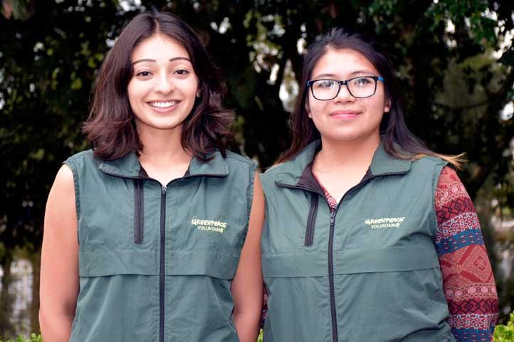 Paulina Moctezuma y Karen Domínguez, voluntarias de Greenpeace Xalapa