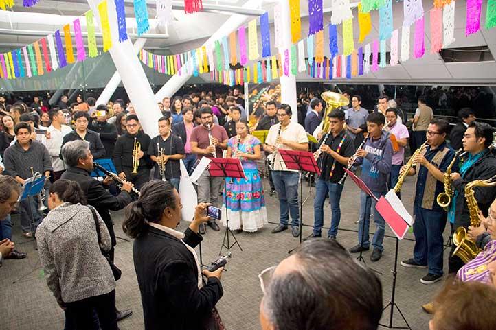 En Tlaqná se homenajeó a universitarios fallecidos