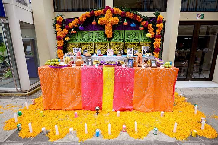 Altar en Rectoría honró a trabajadores fallecidos