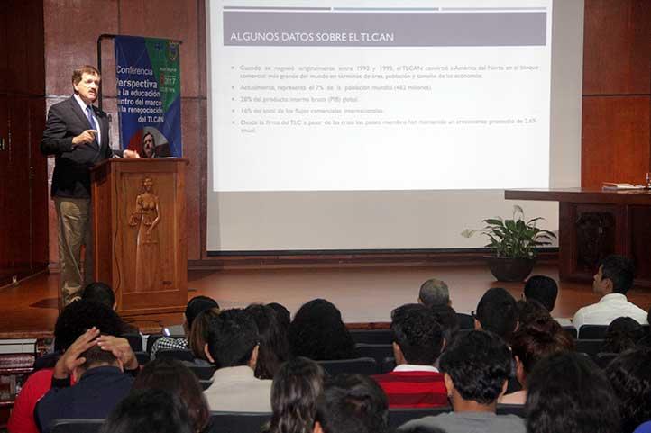 El senador ofreció una conferencia en la Facultad de Derecho