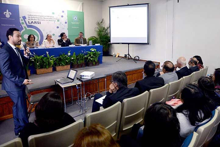 Carlos Adolfo Piña García explicó las características del LARSI