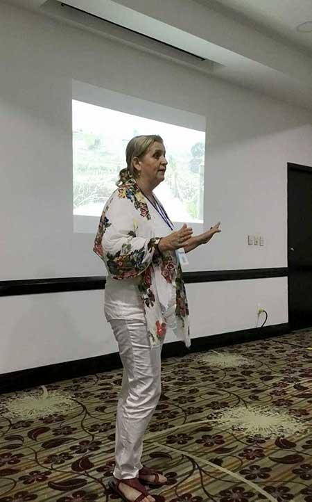 María Luz Pérez Lorenzo durante su ponencia
