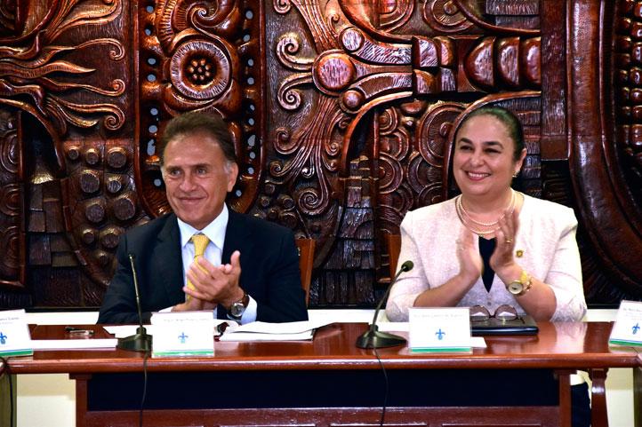 El Gobernador y la Rectora firmaron el decreto