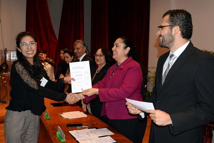 Alumnos de las cinco regiones recibieron becas, estímulos y reconocimientos