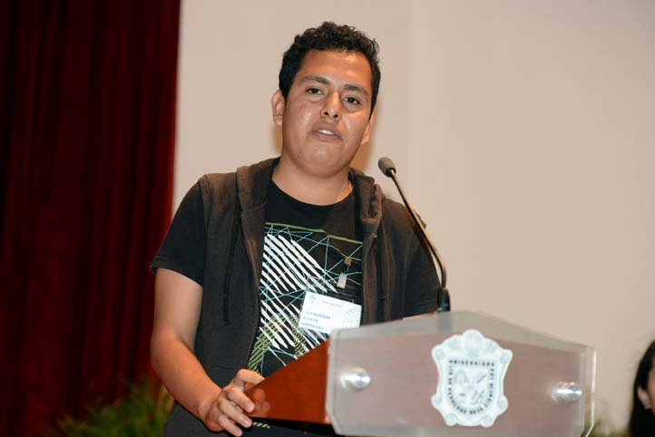 Luis Alfredo Blanco agradeció el apoyo a nombre de los becarios