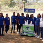 Alumnas de Trabajo Social en el stand promocionando la carrera